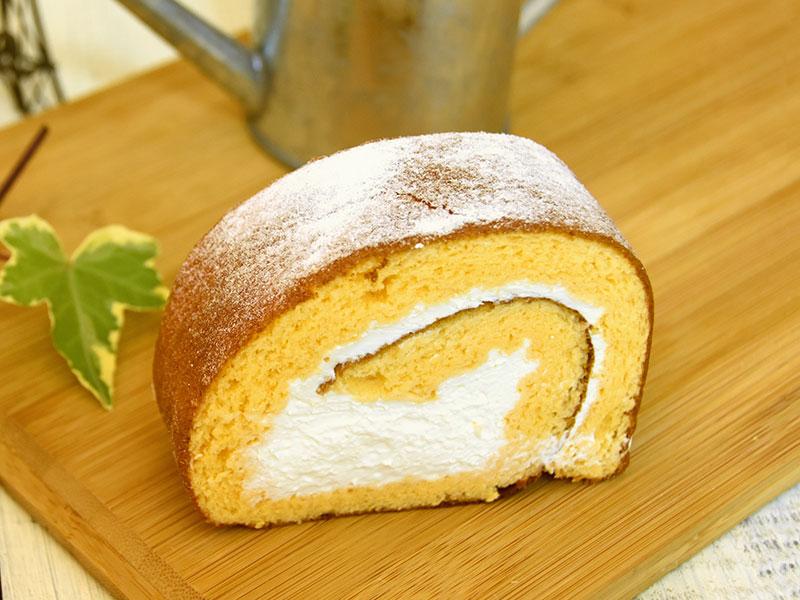生クリームたっぷりのロールケーキ
